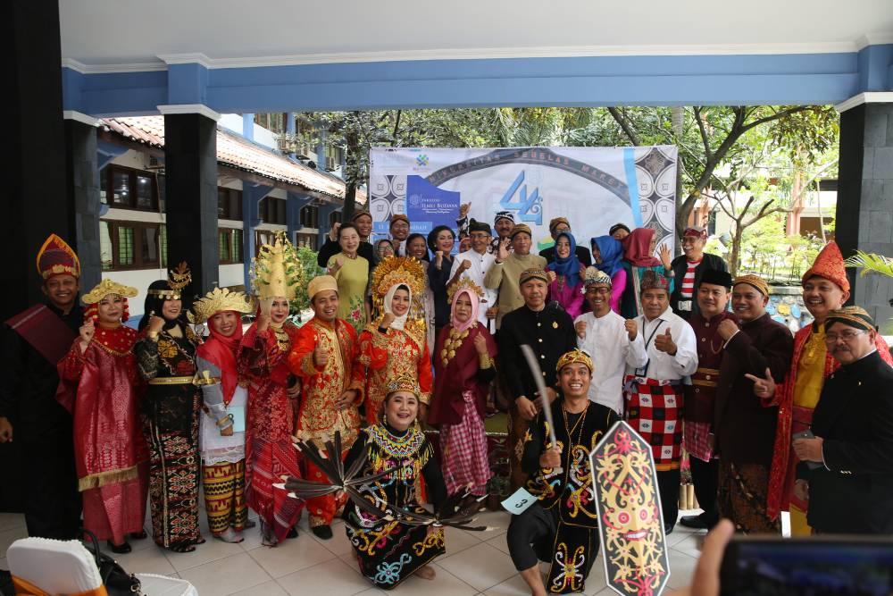 Festival Pakaian Adat